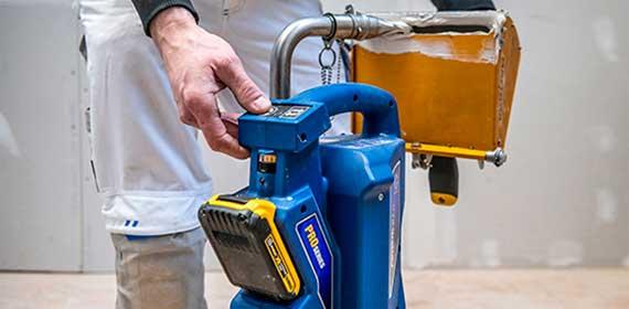 NOVINKA: První dobíjecí čerpadlo GRACO PowerFill napájené z baterie a určené pro dokončovací sádrokartonářské práce