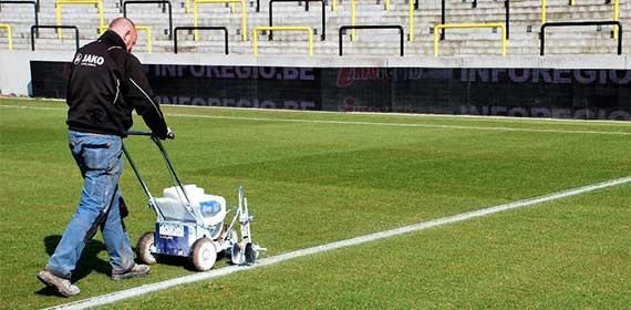 AKCE: GRACO FieldLazer S90 akumulátorové dobíjecí vodorovné dopravní Airless zařízení určené pro značení sportovišť